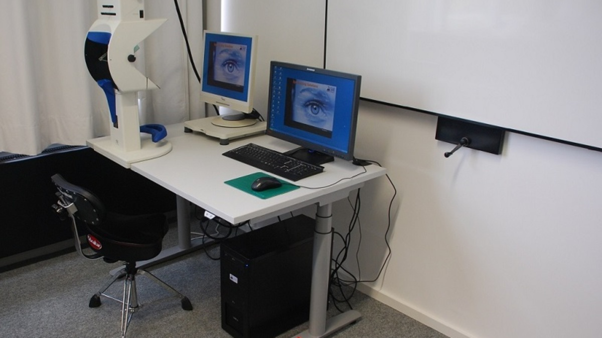 Eye-Tracking Station